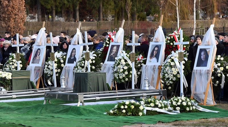5 victims of Poland escape room fire laid to rest together
