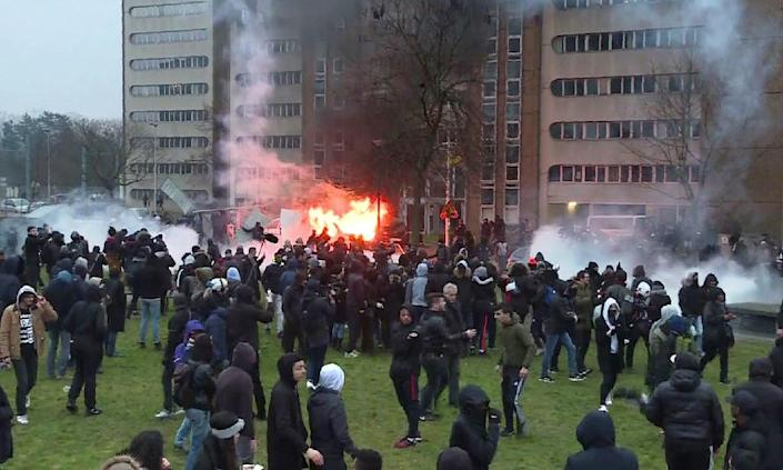 A radio station van burns on February 11, 2017 in Bobigny, during clashes at a rally to denounce police brutality after a man was allegedly sodomised with a baton after being arrested (AFP Photo/Grégoire OZAN)