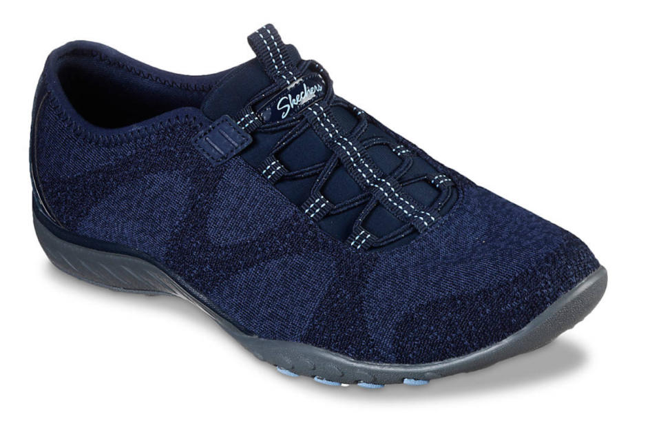 The chic combo of navy and black gives outfits a little extra something. (Photo: DSW)