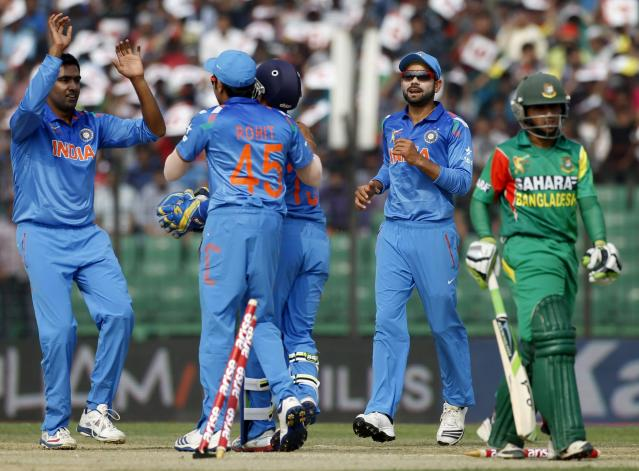 Bangladesh's Mominul Haque (R) leaves the field as India's fielders celebrate his dismissal during their Asia Cup 2014 one-day international (ODI) cricket match in Fatullah February 26, 2014. REUTERS/Andrew Biraj (BANGLADESH - Tags: SPORT CRICKET)