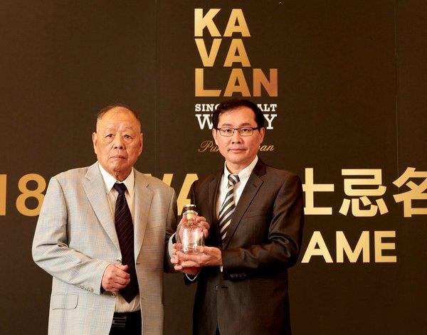 Whisky Magazine-World Whiskies Awards' Hall of Fame inductees Mr TT Lee and YT Lee in 2018 became this prestigious circle's first Mandarin-Speaking members in its history