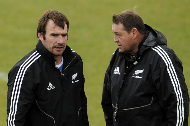 Andrew Hore (L) of the All Blacks talks to coach Steve Hanson during a New Zealand All Blacks training session at Linfield Park on June 12, 2012 in Christchurch, New Zealand. (Photo by Martin Hunter/Getty Images)
