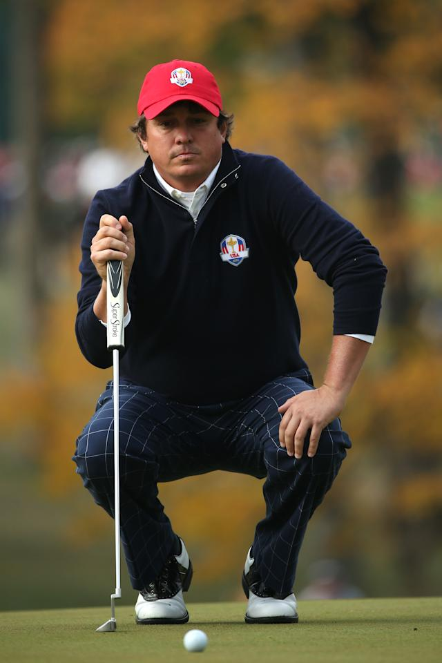 MEDINAH, IL - SEPTEMBER 28:  Jason Dufner of the USA lines up a putt on the fourth green during the Morning Foursome Matches for The 39th Ryder Cup at Medinah Country Club on September 28, 2012 in Medinah, Illinois.  (Photo by Andrew Redington/Getty Images)