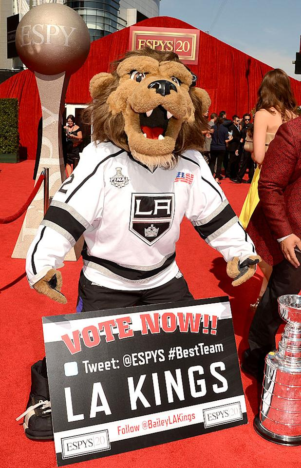 "<p class=""MsoNormal"">The Los Angeles Kings' mascot, Bailey, arrives at the 2012 ESPY Awards.</p>"