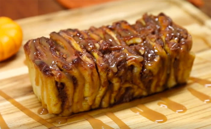 "<p>Once you pull, you can't stop. This sticky-sweet bread is made with store-bought pizza dough and takes only an hour to make. Pumpkin, brown sugar, walnuts, and sugar make the filling, and gooey caramel and pumpkin gets drizzled on top. <b><a href=""https://www.yahoo.com/food/make-caramel-pumpkin-pull-apart-bread-with-this-152719728.html"">Get the <b>Caramel Pumpkin Pull Apart Bread  </b>recipe here</a>.</b> (<i>Photo: Buzzfeed)</i></p>"