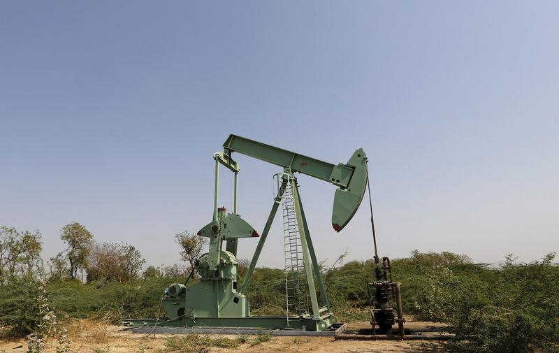 An Oil and Natural Gas Corp's (ONGC) well is pictured in an oil field on the outskirts of Ahmedabad, February 10, 2016. REUTERS/Amit Dave/File Photo
