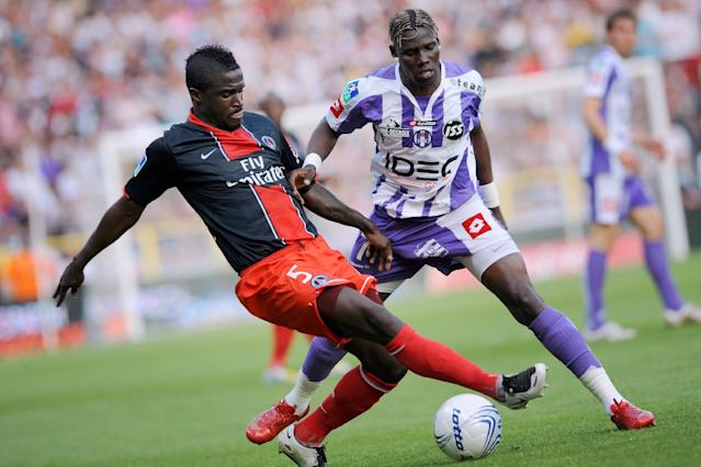 Then Paris Saint-Germain defender Bernard Mendy (L) tackles Toulouse forward Fode Mansare during a French L1 match in Toulouse on May 3, 2008 (AFP Photo/Lionel Bonaventure)
