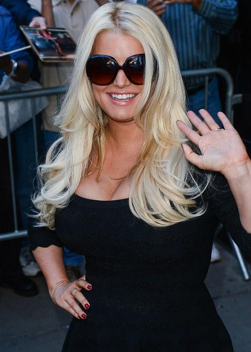 <b>3. Jessica Simpson</b><br> The 32-year-old mama lost 40 pounds after her pregnancy. Although she gained more than she actually expected during her pregnancy, major dietary adjustments did bear fruit!