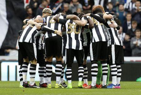 Britain Football Soccer - Newcastle United v Bristol City - Sky Bet Championship - St James' Park - 16/17 - 25/2/17 Newcastle United players huddle before the match Mandatory Credit: Action Images / Craig Brough