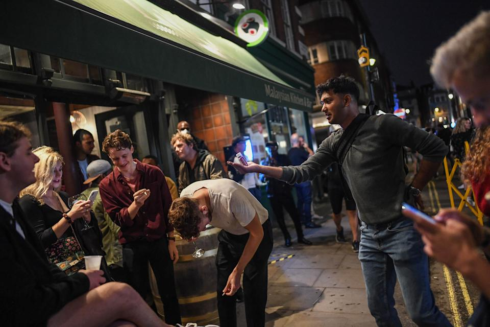 LONDON, ENGLAND - JULY 04: Revellers are seen outside a pub on July 4, 2020 in London, United Kingdom. The UK Government announced that Pubs, Hotels and Restaurants can open from Saturday, July 4th providing they follow guidelines on social distancing and sanitising. (Photo by Peter Summers/Getty Images)