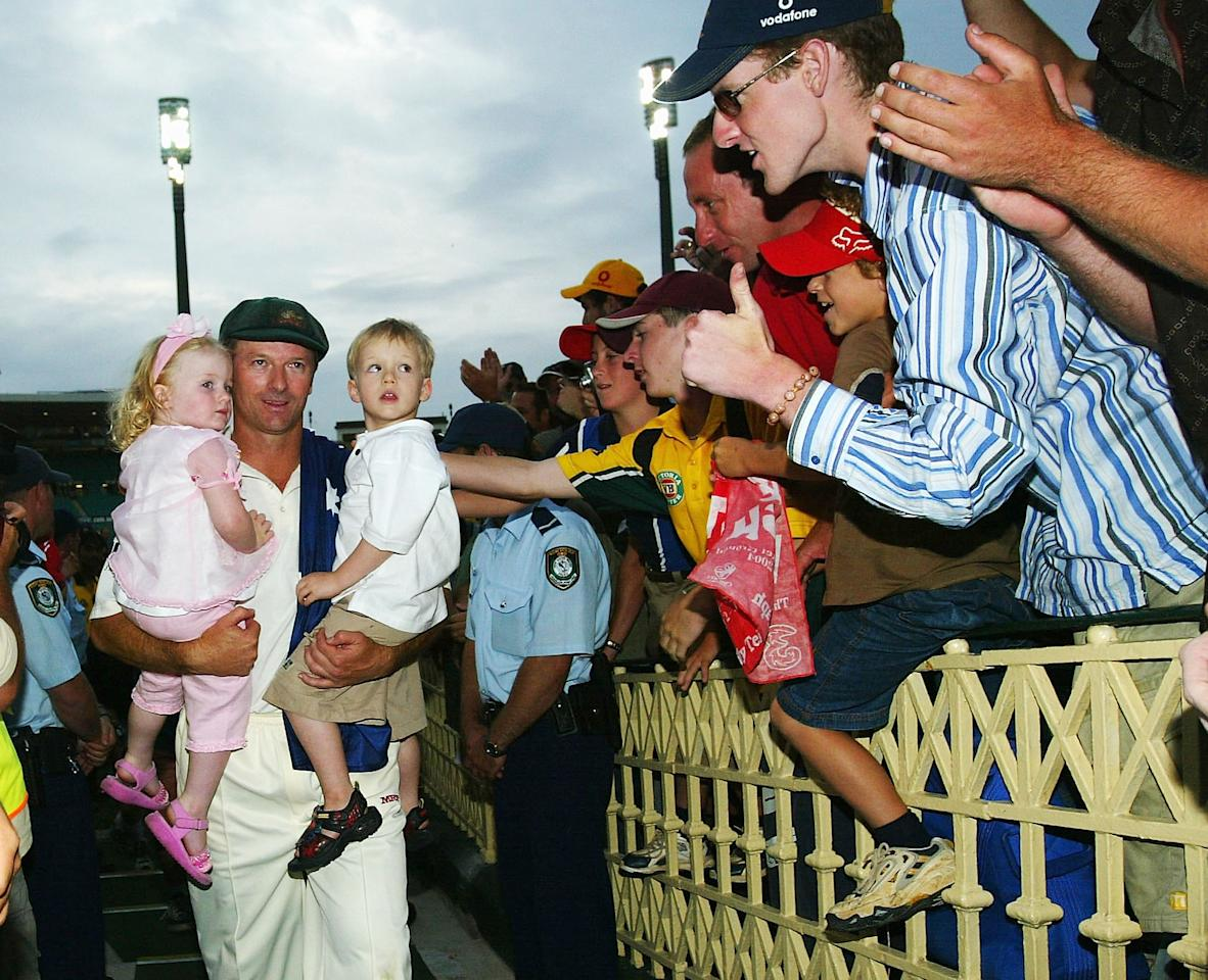 SYDNEY, AUSTRALIA - JANUARY 6:  Steve Waugh of Australia leaves the field after retiring from Test Cricket with children Lily and Austinn after day five of the 4th Test between Australia and India at the SCG on January 6, 2004 in Sydney, Australia. (Photo by Hamish Blair/Getty Images)