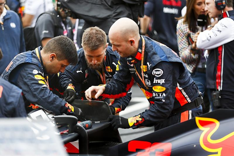 Red Bull's grid drama was rear-wing cracks