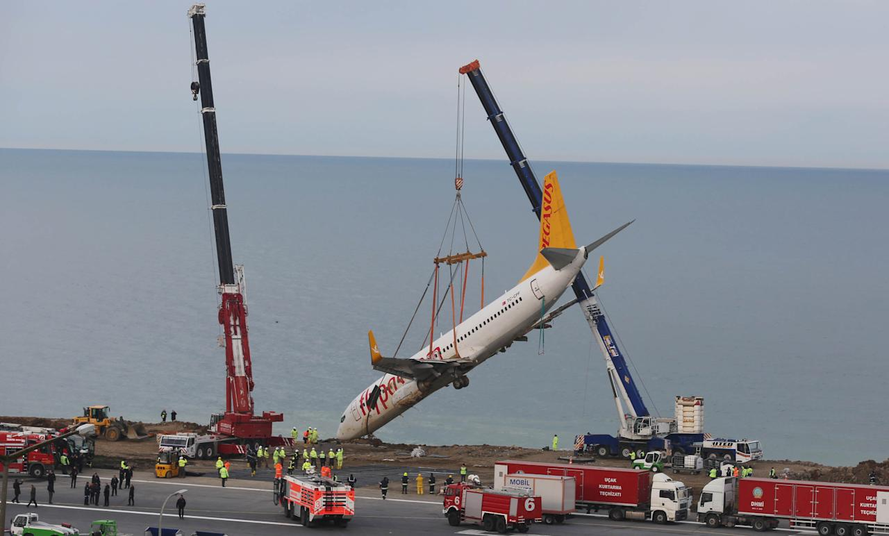<p>A Pegasus Airlines Boeing 737-800 aircraft, which was skidded off the runway on January 13, 2018, is lifted by a crane at Trabzon airport by the Black Sea in Trabzon, Turkey on Jan. 18, 2018. (Photo: Dogan News Agency/Reuters) </p>