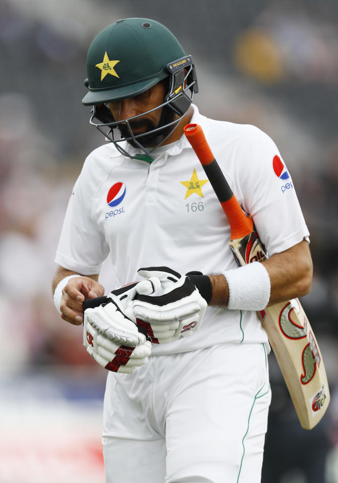 Britain Cricket - England v Pakistan - Second Test - Emirates Old Trafford - 24/7/16 Pakistan's Misbah-ul-Haq looks dejected at lunch Action Images via Reuters / Jason Cairnduff Livepic