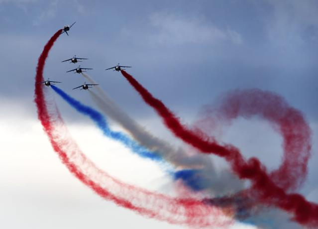 Alpha Jets from the Patrouille de France perform during the Air14 airshow at the airport in Payerne August 31, 2014. The Swiss Air Force celebrates their 100th anniversary with the biggest airshow in Europe this year. REUTERS/Denis Balibouse (SWITZERLAND - Tags: TRANSPORT MILITARY TPX IMAGES OF THE DAY)
