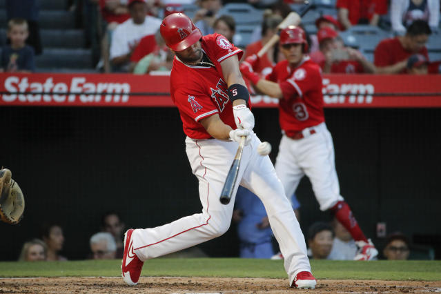 Albert Pujols mashes two home runs Thursday to tie Ken Griffey Jr. on the all-time home run list. (AP Photo)