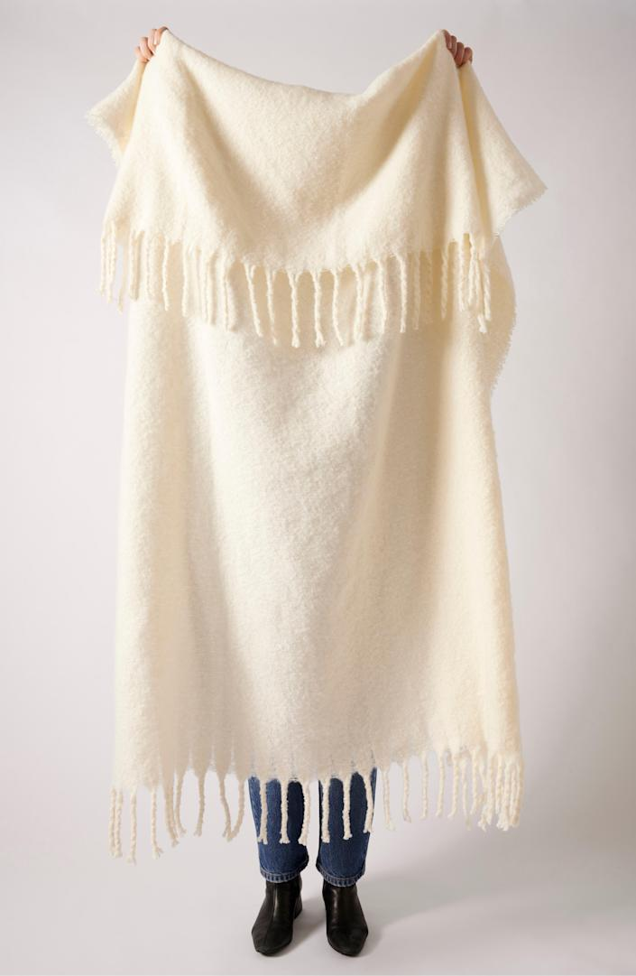 """If you're desperately seeking fall and cooler days ahead, this cuddly Anthropologie pick is a sure win. $78, Nordstrom. <a href=""""https://www.nordstrom.com/s/anthropologie-happy-throw-blanket/5475933"""" rel=""""nofollow noopener"""" target=""""_blank"""" data-ylk=""""slk:Get it now!"""" class=""""link rapid-noclick-resp"""">Get it now!</a>"""