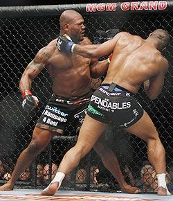 """The prefight hype was intense, but Rashad Evans' unanimous-decision win over Quinton """"Rampage"""" Jackson (left) lacked much drama"""