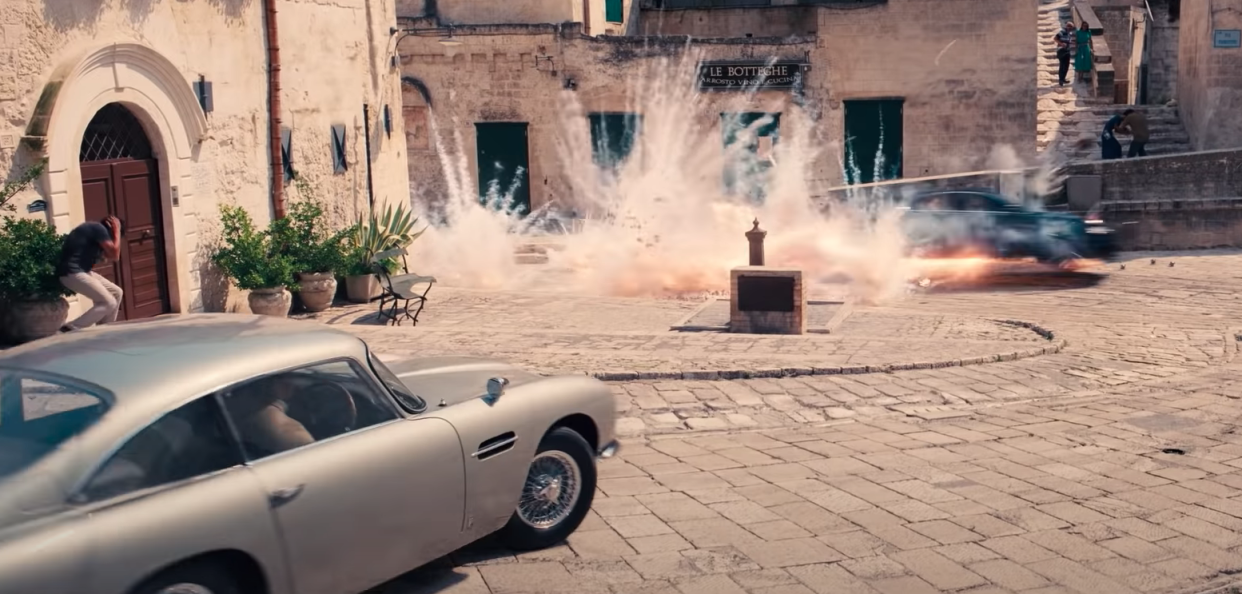 An action-packed scene from the new No Time To Die trailer. (Universal/MGM)