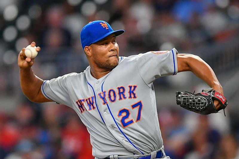 ATLANTA, GA JUNE 17: New York Mets pitcher Jeurys Familia (27) throws a pitch during the game between the Atlanta Braves and the New York Mets on June 17th, 2019 at SunTrust Park in Atlanta, GA. (Photo by Rich von Biberstein/Icon Sportswire via Getty Images)