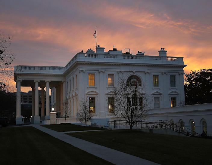 <p>The early morning sun begins to rise behind the White House, on January 20, 2017 in Washington, DC. (Photo: Mark Wilson/Getty Images) </p>