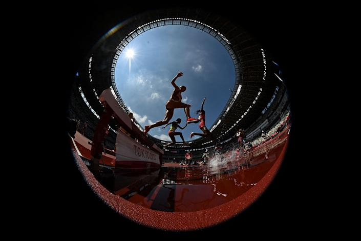 <p>Athletes compete in the women's 3000m steeplechase heats during the Tokyo 2020 Olympic Games at the Olympic Stadium in Tokyo on August 1, 2021. (Photo by Ben STANSALL / AFP)</p>
