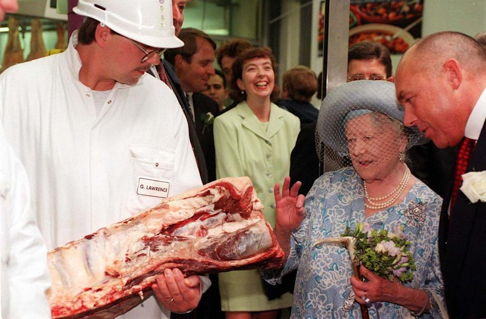 <p>Maybe Queen Elizabeth got her grocery store demeanor from her mama. Here's the Queen mom checking out a rib and loin of beef in London's Smithfield Market.</p>