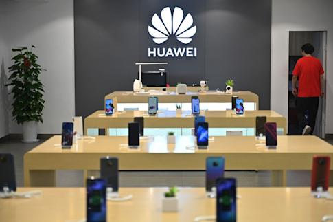 Smartphones from Huawei Technologies are displayed at the company's store in Shanghai. The company had a 38 per cent share of China's smartphone market in the first half of this year, up from 28 per cent a year ago. Photo: AFP