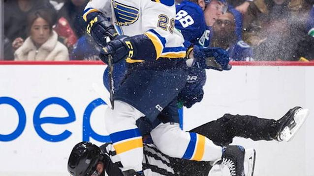 Schwartz finishes 3-on-0 to lift Blues over Canucks in OT