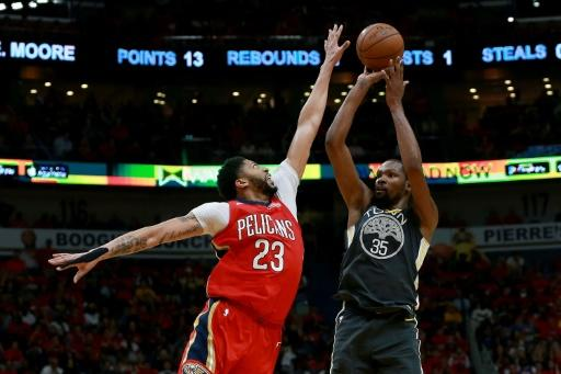 Kevin Durant (R) of the Golden State Warriors shoots against Anthony Davis of the New Orleans Pelicans