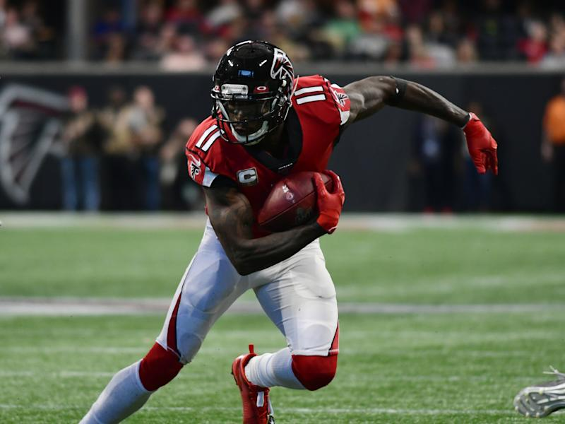 ATLANTA, GA - NOVEMBER 24: Atlanta Falcons Wide Receiver Julio Jones (11) rushes the ball during the NFL game between the Tampa Bay Buccaneers and the Atlanta Falcons on November 24, 2019, at Mercedes-Benz Stadium in Atlanta, GA.(Photo by Jeffrey Vest/Icon Sportswire via Getty Images)