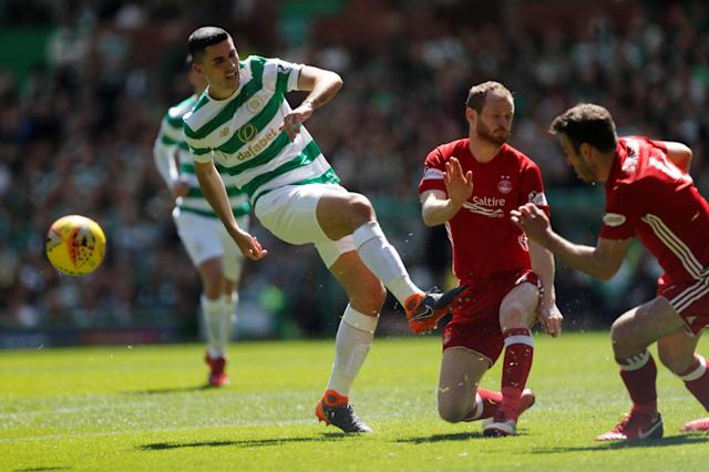 Soccer Football - Scottish Premiership - Celtic vs Aberdeen - Celtic Park, Glasgow, Britain - May 13, 2018 Celtic's Tom Rogic in action with Aberdeen's Mark Reynolds and Andrew Considine REUTERS/Russell Cheyne