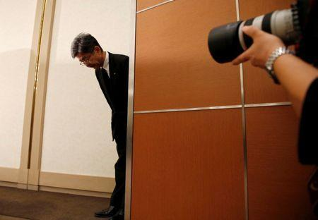 Kobe Steel Executive Vice President Naoto Umehara bows as he arrives at a news conference in Tokyo, Japan October 20, 2017. REUTERS/Issei Kato