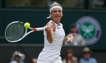 Tennis - Wimbledon - London, Britain - July 8, 2017   Switzerland's Timea Bacsinszky in action during her third round match against Poland's Agnieszka Radwanska    REUTERS/Andrew Couldridge
