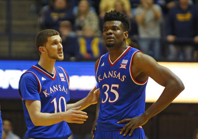 "<a class=""link rapid-noclick-resp"" href=""/ncaab/players/136069/"" data-ylk=""slk:Udoka Azubuike"">Udoka Azubuike</a> missed six straight free throws late in Tuesday's loss to Oklahoma. (Getty)"