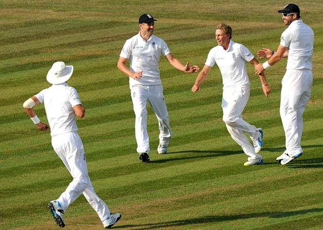England's Joe Root (2nd R) celebrates taking the wicket of India's Shikhar Dhawan on the fourth day of the third cricket Test match between England and India at The Aegeas Bowl cricket ground in Southampton on July 30, 2014 (AFP Photo/Olly Greenwood)