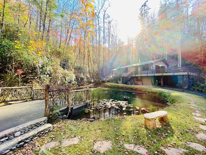 """<h2><a href=""""http://airbnb.pvxt.net/DD9Mb"""" rel=""""nofollow noopener"""" target=""""_blank"""" data-ylk=""""slk:Mountain Creek Cabin in Chattahoochee"""" class=""""link rapid-noclick-resp"""">Mountain Creek Cabin in Chattahoochee</a></h2><br>""""Looking for adventure, relaxation, privacy, & nature's most beautiful sights and sounds? This is the perfect spot! This cozy cabin is nestled in the hills of the Chattahoochee National Forest, only minutes from the Vogel State Park. A babbling creek cascades down the mountain into a private pond. Enjoy the sounds of the creek no matter where you are on the property. It offers its very own hiking trails winding through the mountains, fire pits & lots of outdoor areas to relax and enjoy.""""<br><br><strong>Location:</strong> Blairsville, Georgia<br><strong>Sleeps:</strong> 2-5<br><strong>Price Per Night:</strong> $208"""