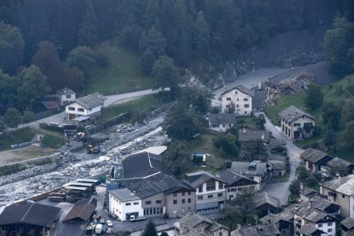 Fresh mudslide in Swiss Alps as eight remain missing