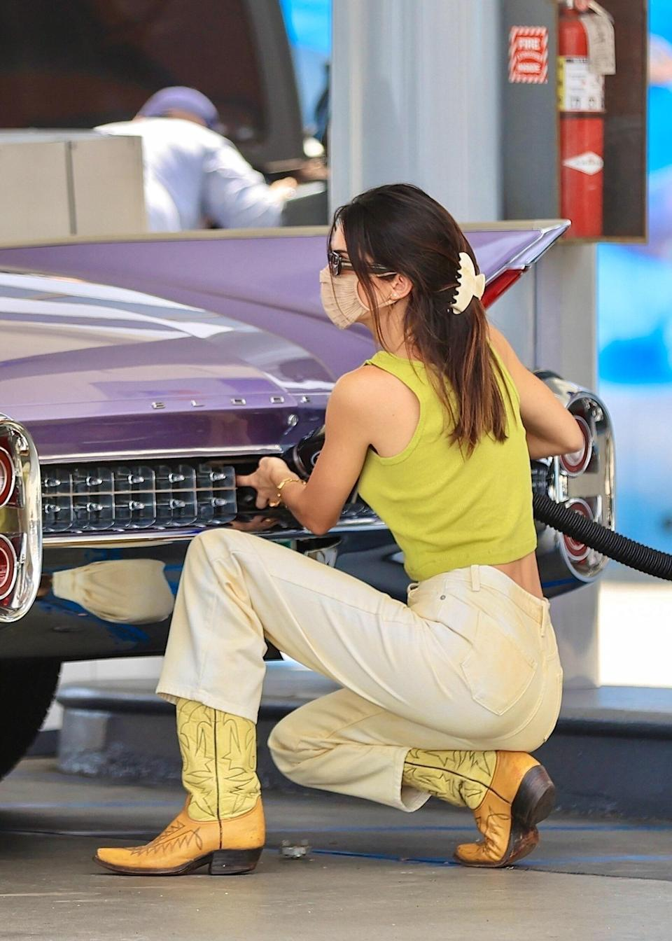 """<h1 class=""""title""""><em>EXCLUSIVE</em> Kendall Jenner stuns in a green crop top as she makes a pit stop at the gas pump</h1><cite class=""""credit"""">Photo: Courtesy of RACHPOOT / BACKGRID</cite>"""