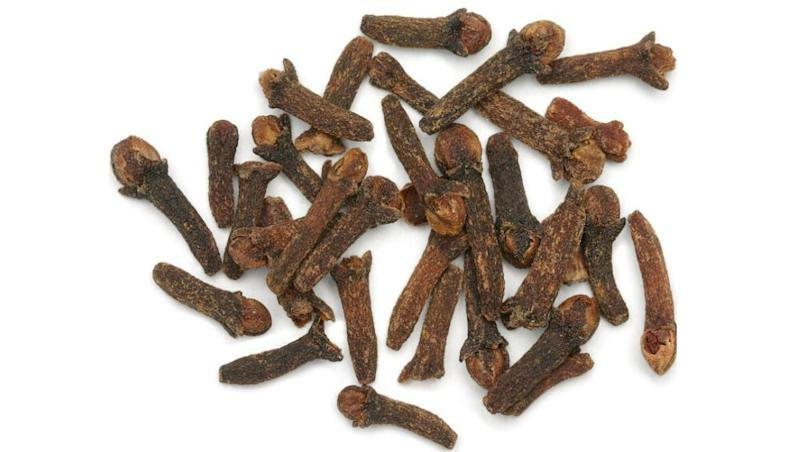 Clove (Laung) Health Benefits: From Fighting Cancer to Healing Acne, Reasons Why This Humble Spice is Good for You