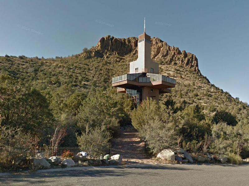 The 10-storey 'Falcon Nest' in Arizona: Google Street View