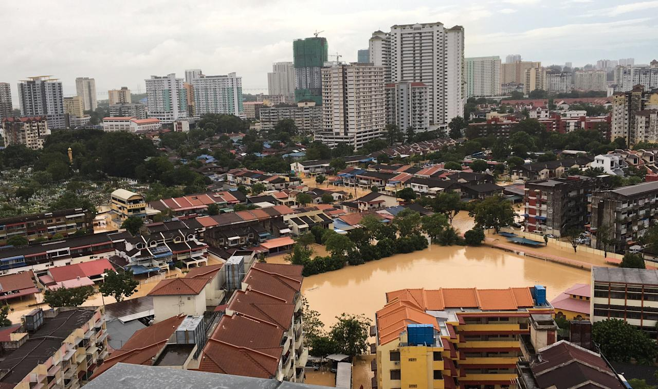 <p>An aerial view shows the flooded residential area in George Town, Penang, Malaysia November 5, 2017. Photo: Reuters </p>