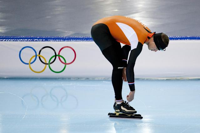 Speedskater Sven Kramer of the Netherlands ties the laces of his skates during a training at the Adler Arena Skating Center during the 2014 Winter Olympics in Sochi, Russia, Wednesday, Feb. 5, 2014. (AP Photo/Peter Dejong)