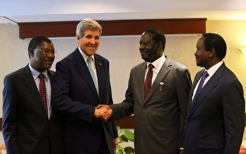 US Secretary of State John Kerry poses with (From L) the leaders of the Opposition Coalition for Reforms and Democracy, Moses Wetangula, Raila Odinga and Kalonzo Musyoka on May 4, 2015 in Nairobi (AFP Photo/)