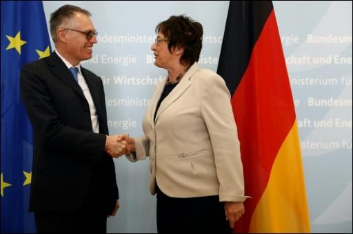 PSA-Chef Tavares mit Ministerin Zypries in Berlin
