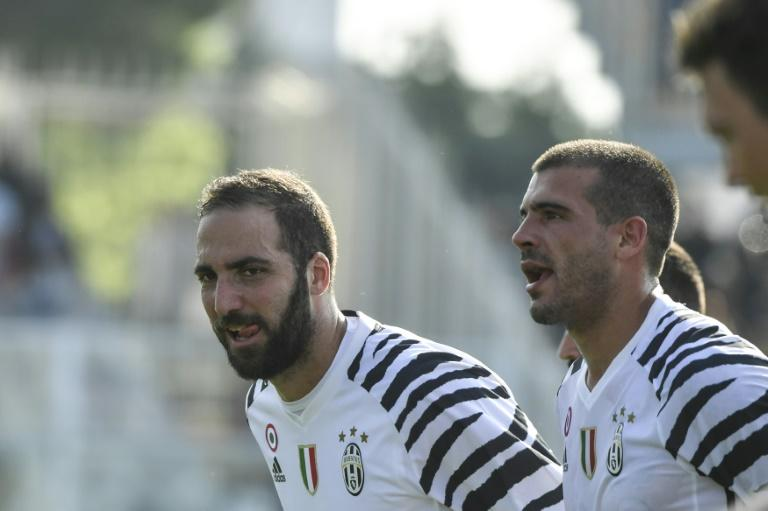 Juventus' Gonzalo Higuain celebrates at the end of their match against Pescara on April 15, 2017