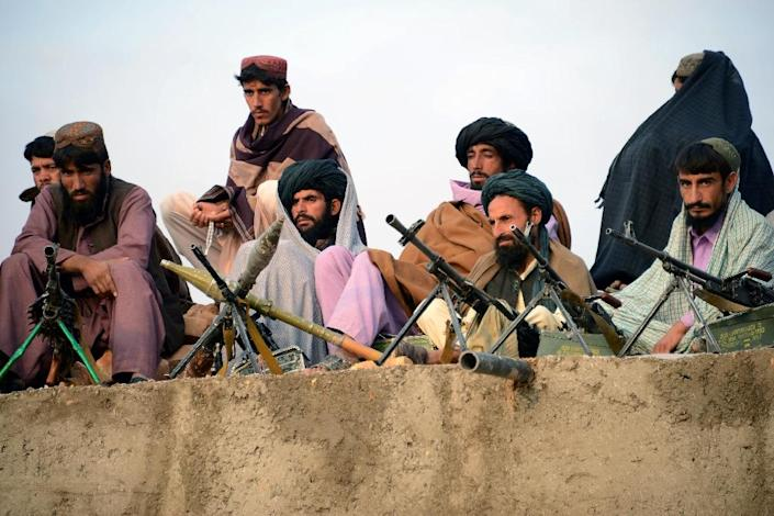 Afghan Taliban fighters listen to the newly appointed leader of a breakaway faction of the Taliban, in the western province of Farah on November 3, 2015 (AFP Photo/Javed Tanveer)