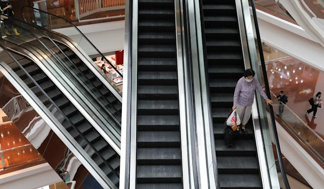 There were fewer shoppers around as the government tightened social-distancing measures. Photo: May Tse