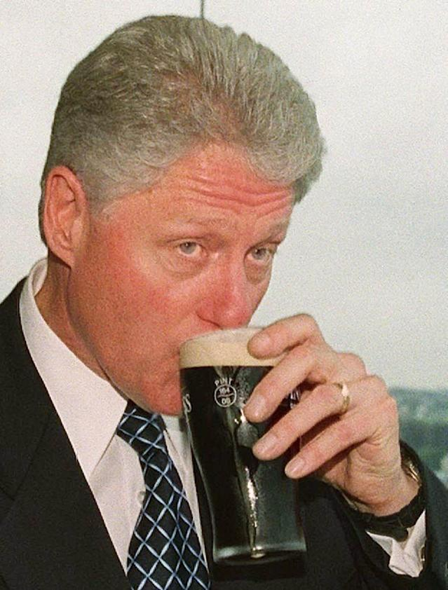 Bill Clinton samples a pint at the Guinness HQ in Dublin back in 2000. (Reuters)