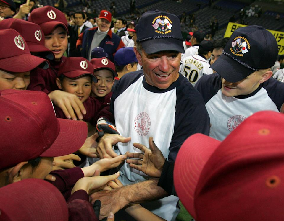 Chiba Lotte Marines manager Bobby Valentine is surrounded by Japanese children before a friendly baseball game between U.S. embassy employees and Japan's ruling Liberal Democratic Party's freshmen at Tokyo Dome in Tokyo March 15, 2006. REUTERS/Yuriko Nakao
